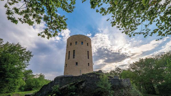 Blick auf den Turm von unten fotografiert