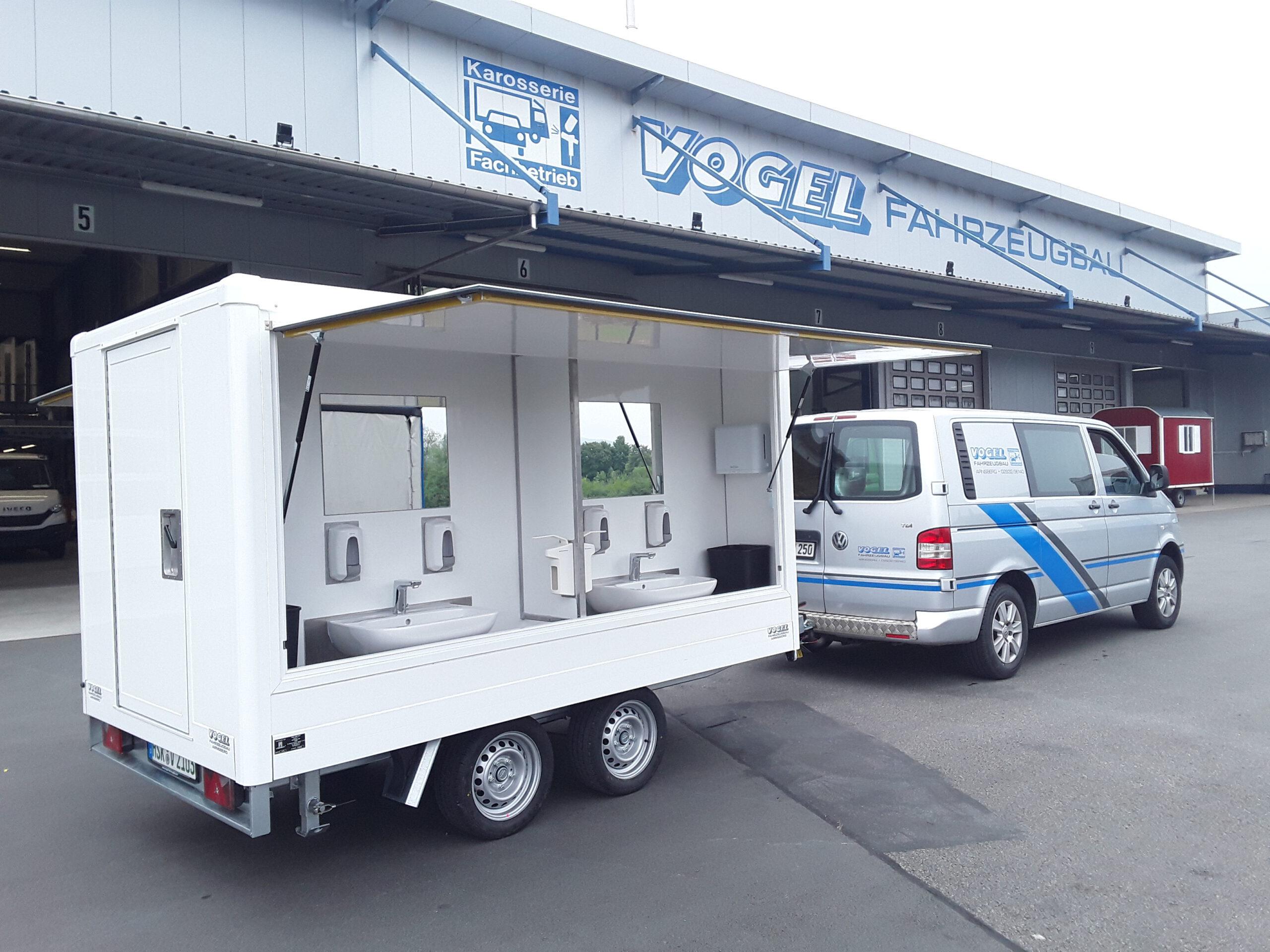 Fahrzeug mit Hygiene-Anhänger