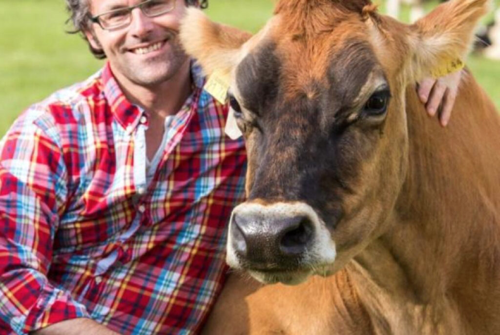 Mann mit Kuh