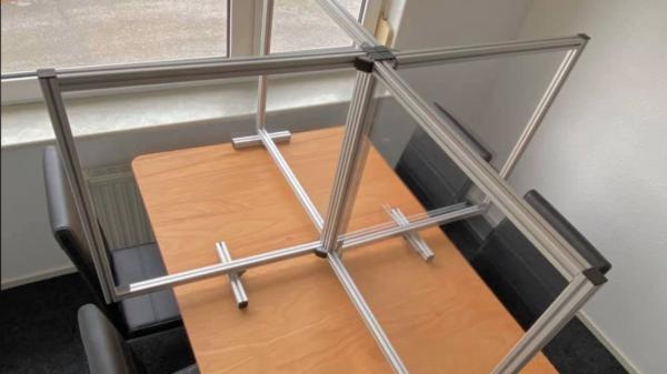 Schutzsysteme auf Tisch