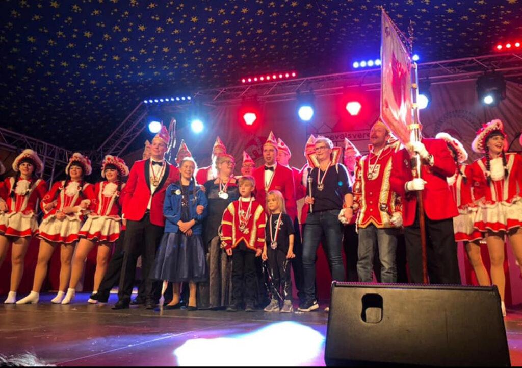 Karnevalisten auf der Bühne