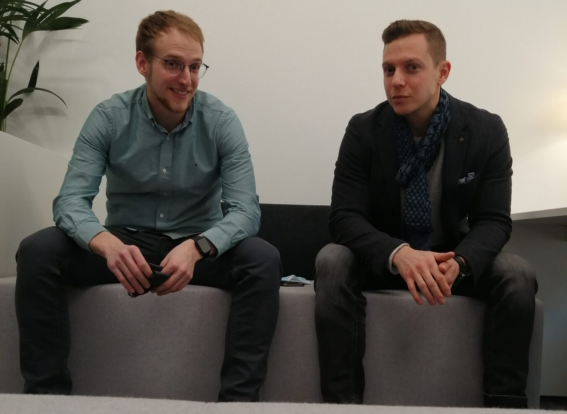 zwei Männer nebeneinander