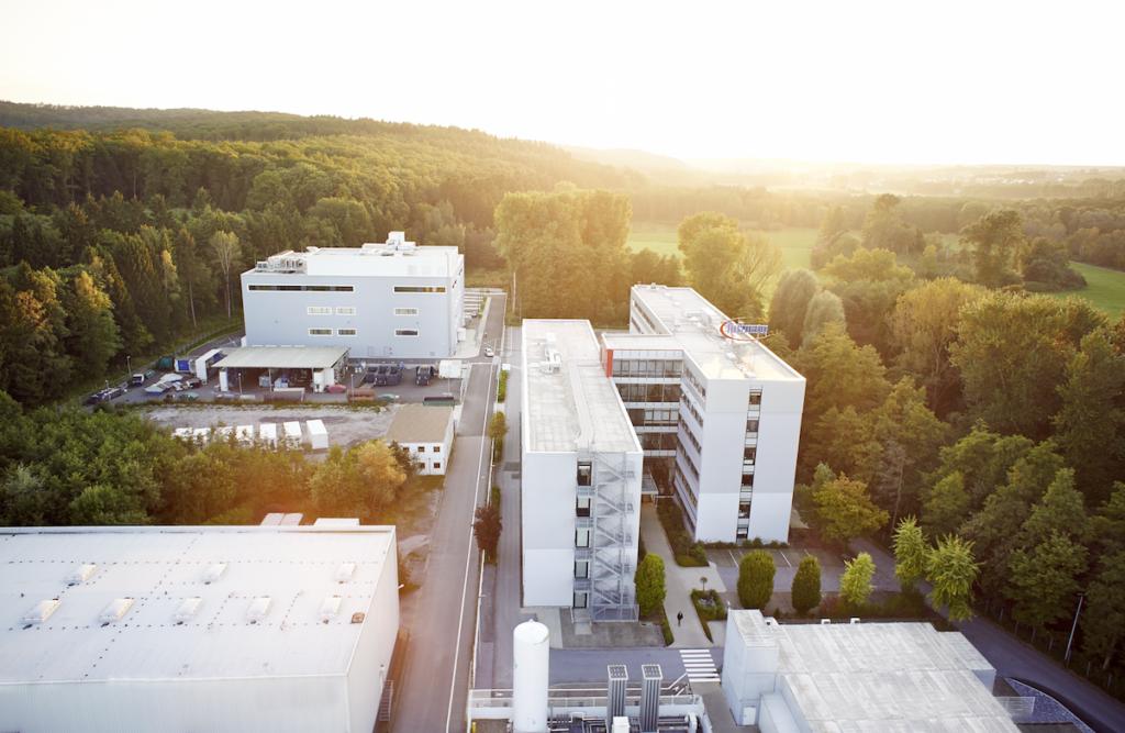 Luftaufnahme der Firma Infineon am Standort Warstein
